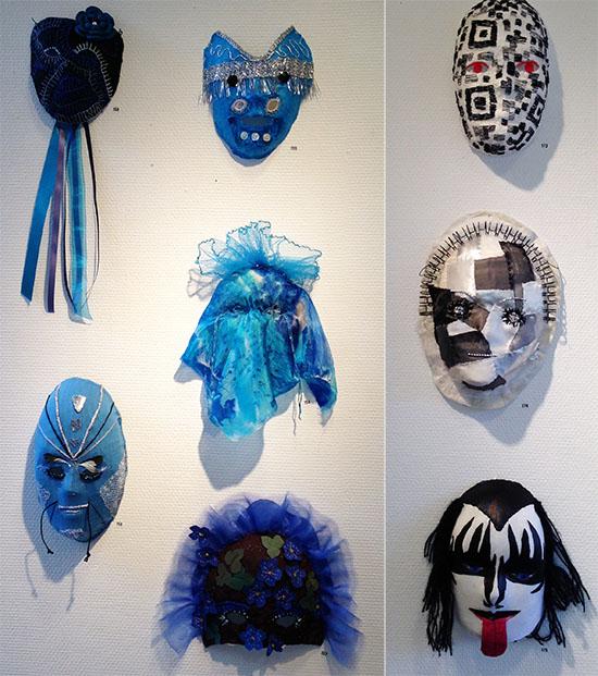 Blå masker och Kiss-masker