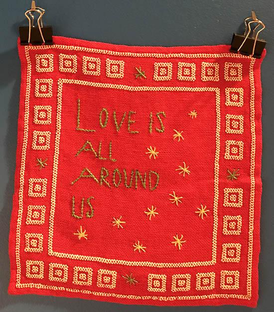 Love is all around us - broderad bonad